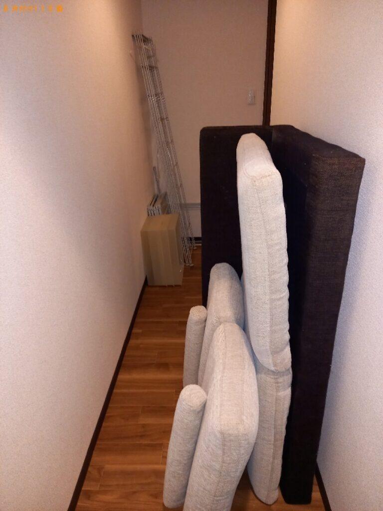 簡易ソファー、メタルラック、掃除機、照明器具の回収